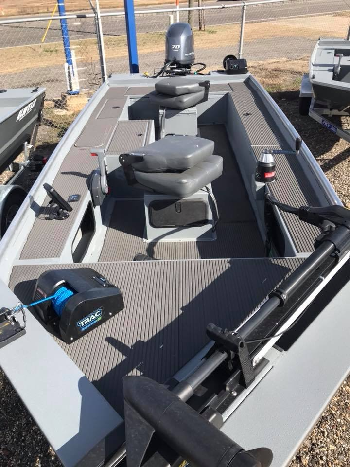 Stingray Deck Boats